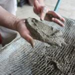 L'impasto di terra, fibra, acqua e sabbia...